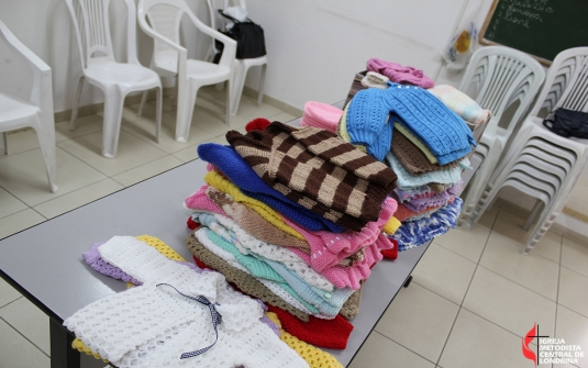 Entrega dos Casaquinhos de Bebe Para a Missão na Jordânia